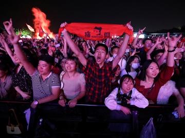 Wuhan celebra un festival de música con miles de asistentes sin mascarilla y ajenos al COVID-19