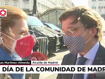 """El mal rato de una periodista al preguntarle a Almeida por su madre: """"Desgraciadamente, mi madre ha fallecido"""""""