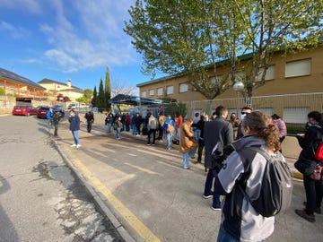 Vista del Colegio La Navata, en Galapagar, momentos antes de empezar la votación