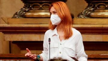 La líder de En Comú Podem, Jéssica Albiach, pregunta al vicepresidente del Govern en funciones, Pere Aragonès, durante el pleno del Parlament.