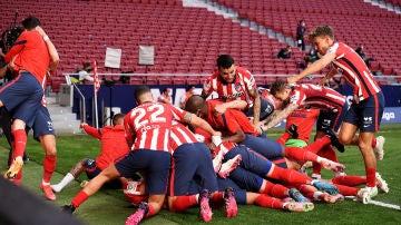 Remontada 'in extremis' del Atleti ante Osasuna para seguir líder