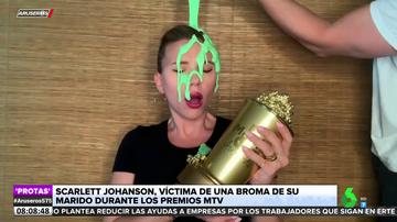 """El troleo de Colin Jost a Scarlett Johansson en la gala de los MTV Movie Awards: """"¿Qué haces? No me toques ahora"""""""