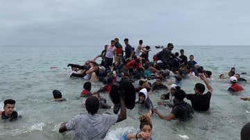 Numerosas personas llegan a nado a Ceuta