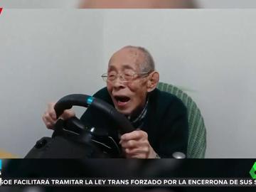 Un anciano vuelve a conducir gracias a su nieto