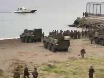 Tanques en la playa del Tarajal
