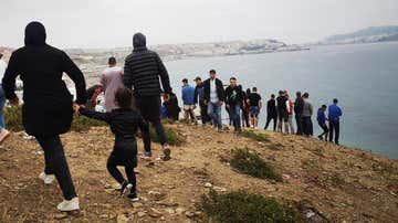 Se suspende la campaña de vacunación contra el COVID en Ceuta para este miércoles por la crisis migratoria