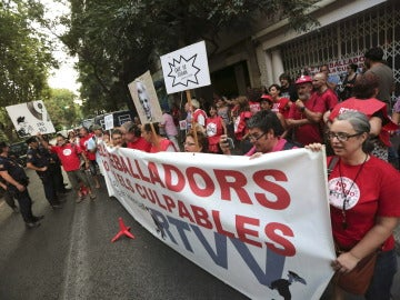 Trabajadores de RTVV protestan por los recortes