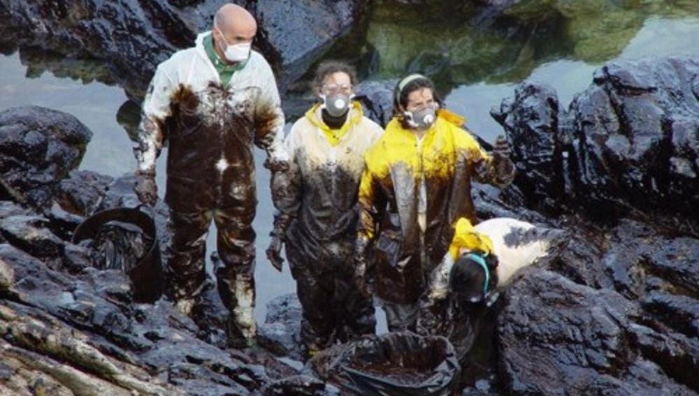 Voluntarios en labores de limpieza
