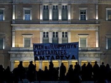 Grecia aprueba los Presupuestos de 2013