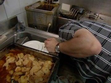 Chicote vomita en la cocina