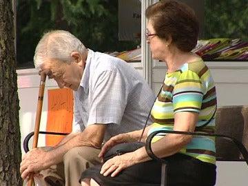 Dos personas jubiladas