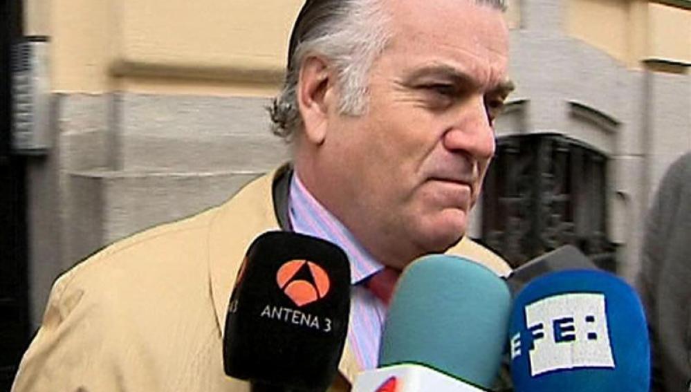 Luis Bárcenas en la calle