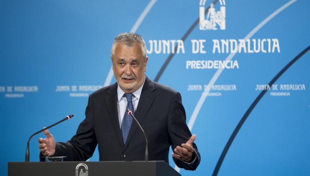 José Antonio Griñán habla ante los medios