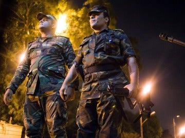 Al menos cinco muertos en dos explosiones en el Cairo