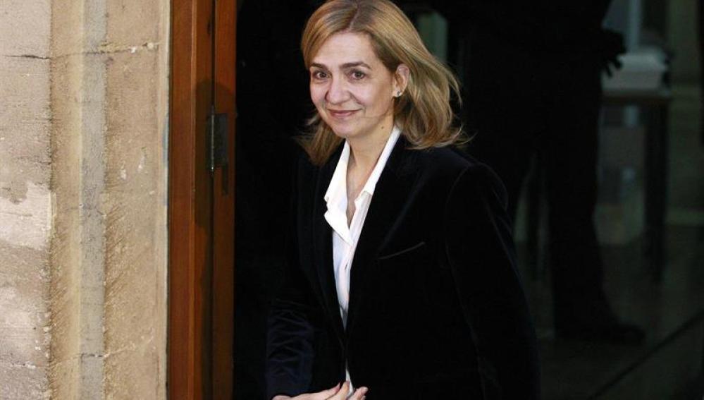 La infanta Cristina a su salida del tribunal de Palma de Mallorca tras finalizar su declaración