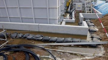 Los tanques donde se almacena el agua radioactiva en un tanque de la Planta de Poder Nuclear Fukushima.