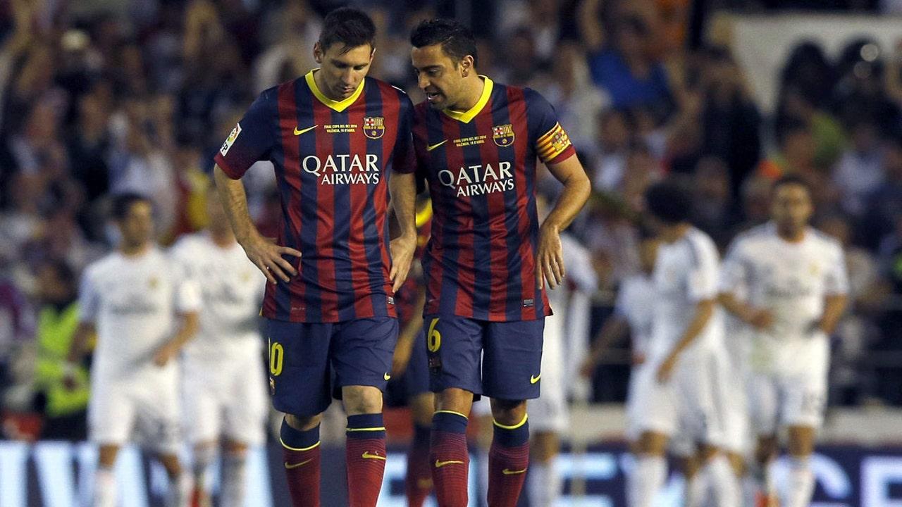 Xavi habla con Messi