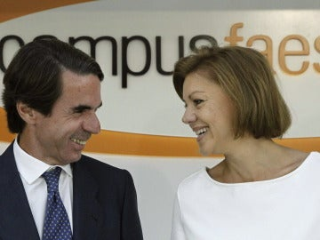 El expresidente del Gobierno José María Aznar y secretaria general del PP, Maria Dolores de Cospedal