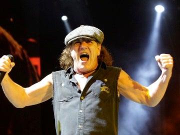 El cantante del grupo australiano de rock AC/DC, Brian Johnson