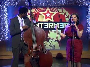 Eva Cortés canta 'Somos progres'