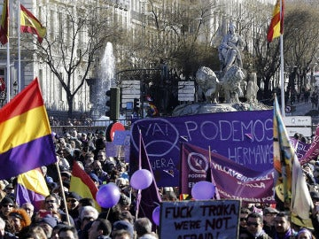 Manifestantes cerca de La Cibeles en la marcha convocada por Podemos