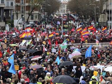 Miles de participantes en las Marchas por la Dignidad inundan la Plaza de Colón