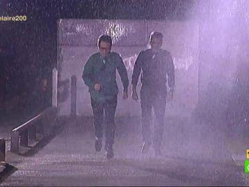 Berto Romero y Buenafuente bajo la lluvia