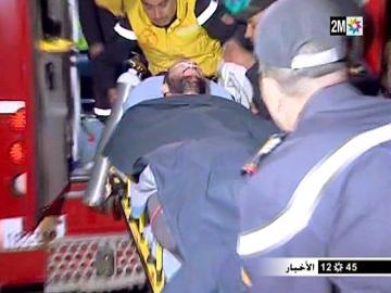 Juan Bolívar, único superviviente del accidente, es trasladado en camilla tras ser rescatado