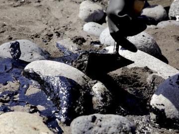 Mancha de fuel en la costa canaria
