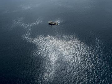 Continúan llegando manchas de fuel a la costa de Gran Canaria