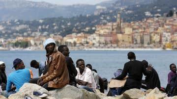 Inmigrantes esperan en la frontera franco-italiana