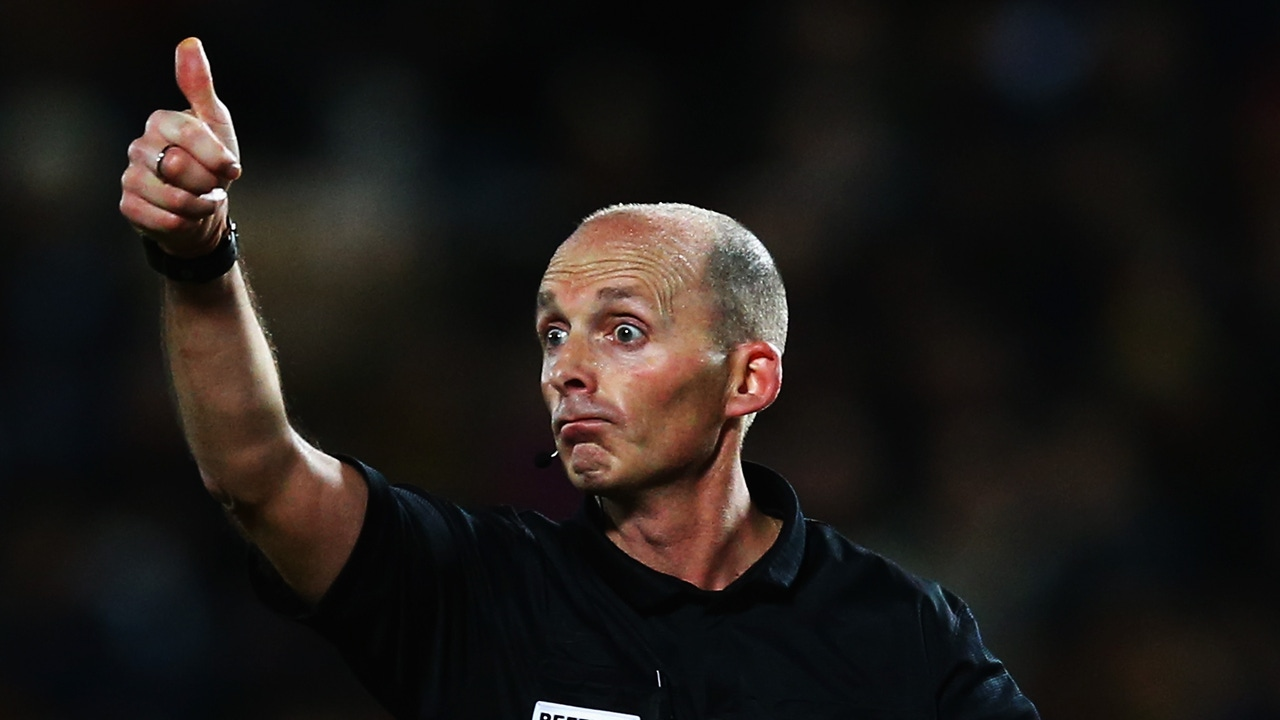 Mike Dean, árbitro de la FIFA