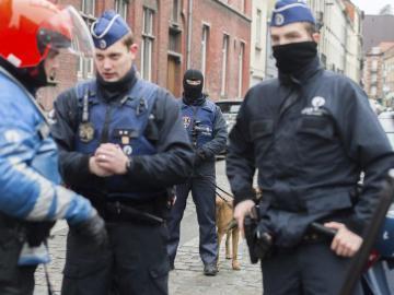 Las fuerza de seguridad en el barrio Molenbeek de Bruselas