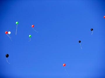 Globos volando sobre el cielo de Cisjordania (01-04-2016)