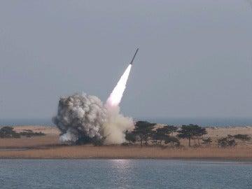 Corea del Norte lanza al mar de Japón un proyectil balístico