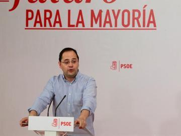 """César Luena acusa a Pablo Iglesias de que su objetivo siempre han sido """"los sillones y la autodeterminación"""""""