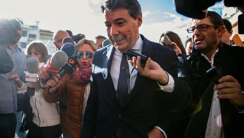 Ignacio González a su llegada a los juzgados de Estepona