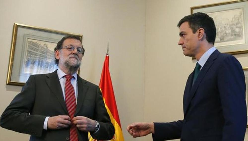 Mariano Rajoy niega la mano a Pedro Sánchez