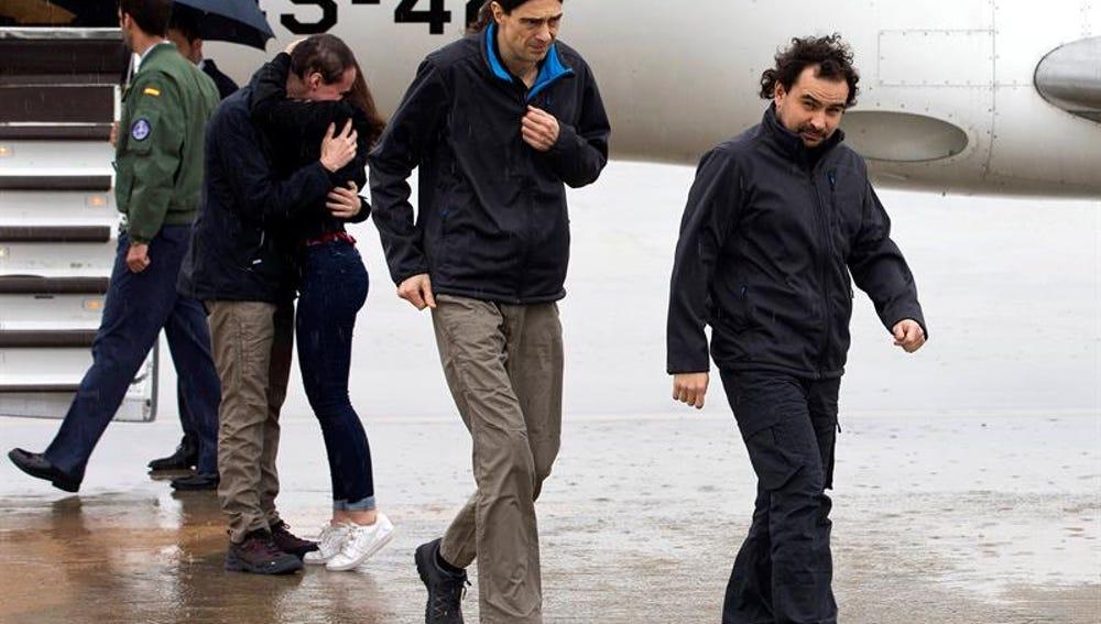 Los tres periodistas españoles liberados en Siria a su llegada a Madrid