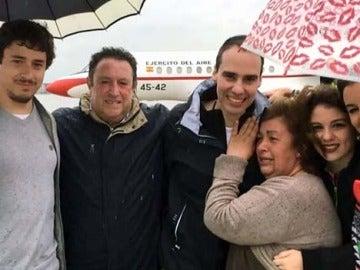 El periodista Antonio Pampliega se reencuentra con su familia tras ser liberado