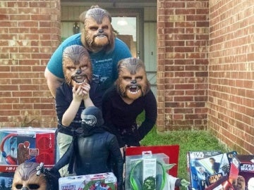 La familia Payne, disfrutando de los regalos de Kohl's