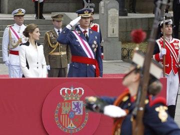 Los Reyes durante el acto central del Día de las Fuerzas Armadas en 2016