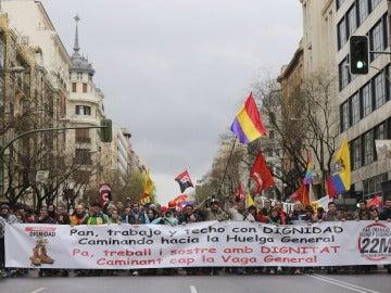 Una de las nueva columnas procedentes de todas las comunidades y formadas por cientos de manifestantes