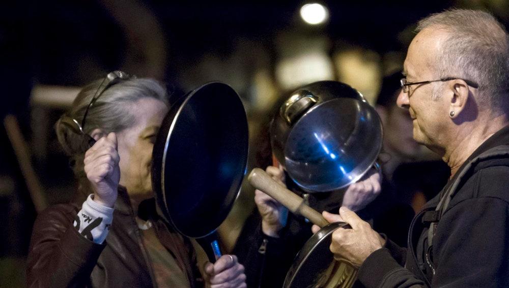 Cacerolada realizada en la Plaça del Nord, en el barrio de Gràcia