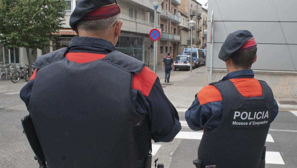 Dos agentes de los Mossos d'Esquadra