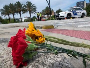 Flores para recordar a las víctimas de la matanza de Orlando