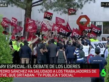 Pedro Sánchez, con los trabajadores de RTVE