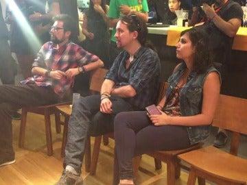 Frame 0.0 de: ¿Qué hace Pablo Iglesias después del mitin de Alicante?