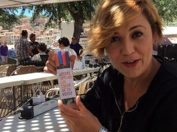 Cristina Pardo posa con los rotuladores del PP