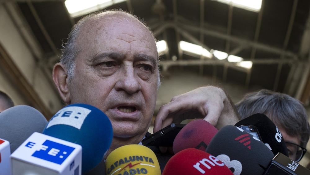 Jorge Fernández Díaz habla ante los medios